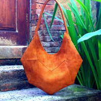 MEDIALUNA BAG. Leather bag. Suede bag. Avaliable in 25 colors different colours.