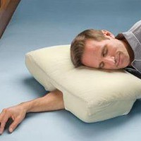 Pillow Gives Arm Sleepers a Little Circulatory Relief | The UberReview