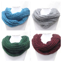 Truly SALE: Warm and cozy knitted infinity scarves