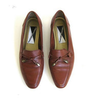 vintage 80s brown leather flats. leather loafers. leather shoes.