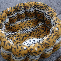 Pet bed in white and russet leopard fleece cat bed dog bed 16 inch ripple bed