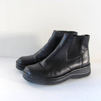 vintage black leather ankle boots. chunky boots. women's beatle boots. women's size 8