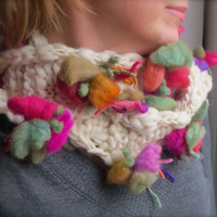 Blooming Wool Scarf in Cream Colorful Flowers