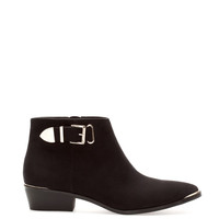 ANKLE BOOTS WITH METAL STRAP DETAIL - WOMEN'S FOOTWEAR - WOMAN - PULL&BEAR United Kingdom