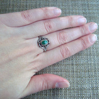 vintage sterling silver ring with malachite stone and filigree detail, size 8