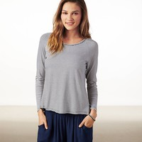 AE EFFORTLESSLY CHIC SPLIT BACK T-SHIRT