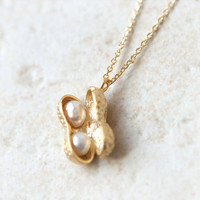 Peanut Necklace in gold