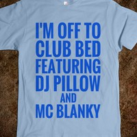 I'M OFF TO CLUB BED FEATURING DJ PILLOW AND MC BLANKY VALUE FITTED TEE (BLUE ICL23)