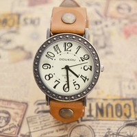 MagicPiece Handmade Vintage Style Leather Watch For Women Big Dial Cow Leather Watch of Vintage Style in 5 Colors: Light Brown