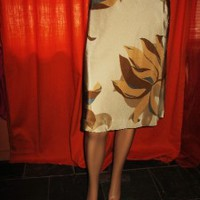 BANANA REPUBLIC SKIRT BEIGE W FLOWERS LINED SIZE 6 SILKBLEND