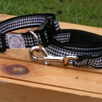 Black hounds tooth nylon pet leash & adjustable collar set.